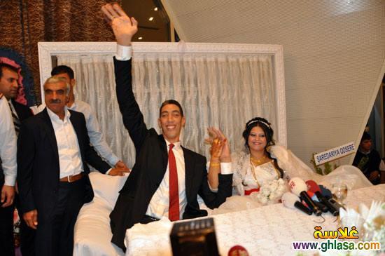 صور حفل زفاف اطول رجل فى العالم على سيدة قصيرة جدا ghlasa1382957913261.jpg