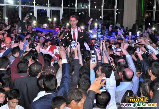 صور حفل زفاف اطول رجل فى العالم على سيدة قصيرة جدا ghlasa1382957913355.jpg