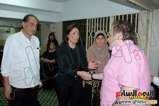 نرمين الفقي وكل فنانين مصر والعرب في عزاء ولدة نرمين الفقي ghlasa1383173993716.jpg