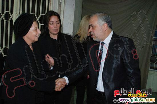 نرمين الفقي وكل فنانين مصر والعرب في عزاء ولدة نرمين الفقي ghlasa138317447973.jpg