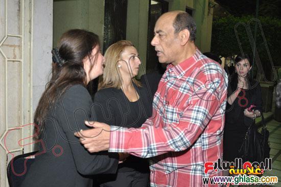 نرمين الفقي وكل فنانين مصر والعرب في عزاء ولدة نرمين الفقي ghlasa1383174479879.jpg