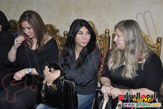 نرمين الفقي وكل فنانين مصر والعرب في عزاء ولدة نرمين الفقي ghlasa1383174699511.jpg