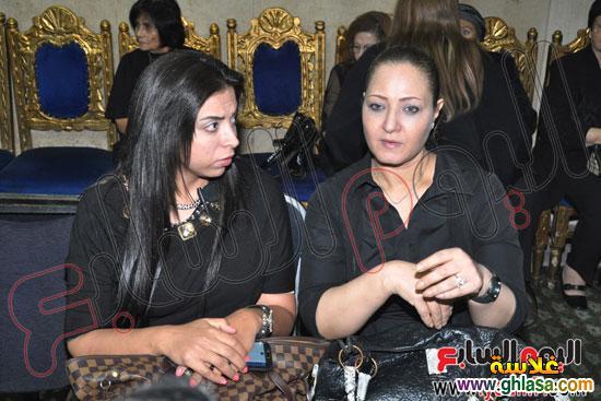 نرمين الفقي وكل فنانين مصر والعرب في عزاء ولدة نرمين الفقي ghlasa1383174699747.jpg