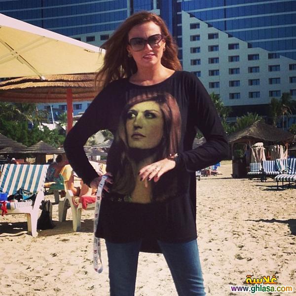 احدث صور الفنانه بشري مرتديه تي شيرتات عليها صور الفنانه العالميه داليدا في مهرجان دبي ghlasa1386945174994.jpg
